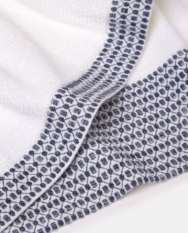 Asciugamano ospite con decoro sul bordo in puro cotone