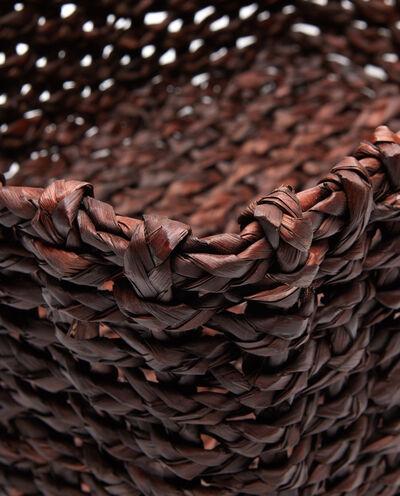 Cesto in fibra vegetale intrecciato