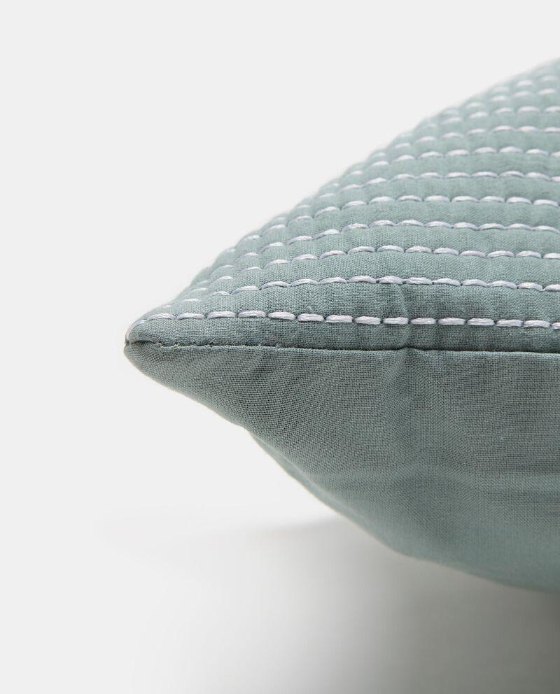 Cuscino imbottito con ricami a righe